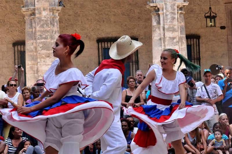 Ballet Folclórico de Camagüey ofrece su arte en paisajes urbanos capitalinos