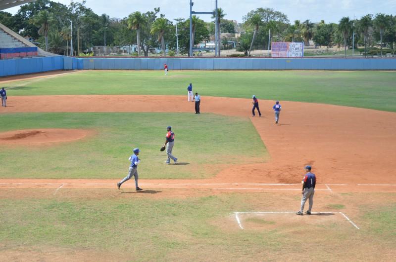 Campeón defensor del Béisbol camagüeyano gana primeros partidos
