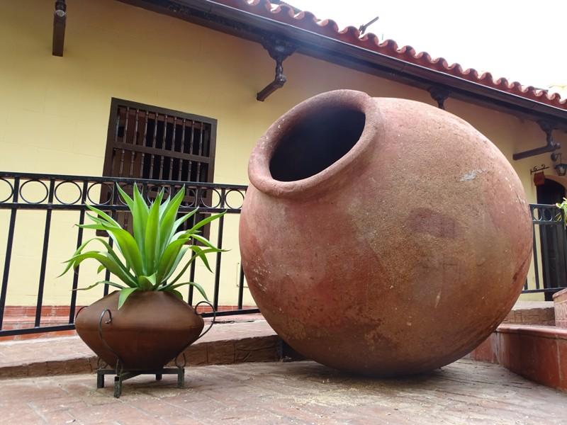 Camagüey, entre tinajones y tejados