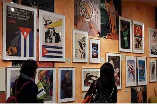 Público londinense acude a exposición de carteles cubanos