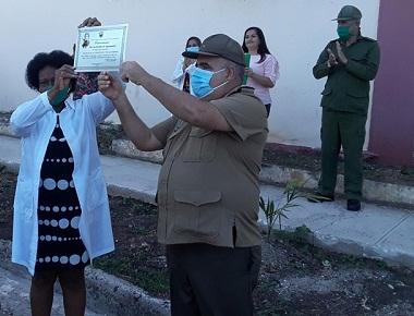 Recibe distinción Por las sendas de Agramonte Hospital Militar de Camagüey (+ Fotos)