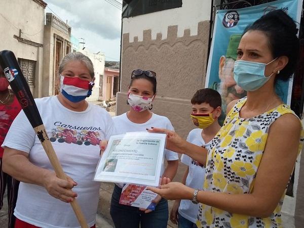 Entregan Bate Aniversario 60 de los CDR al Proyecto Sociocultural Comunitario Carsueños (+ Fotos)