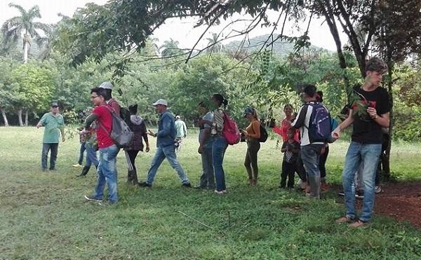 Siembran árboles jóvenes camagüeyanos en saludo al Día de la Rebeldía Nacional (+ Fotos)