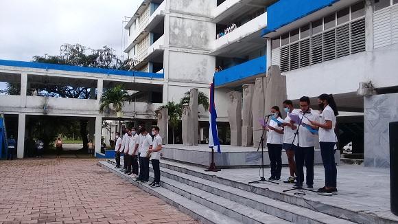 Jóvenes de Camagüey rinden homenaje a los ocho estudiantes de Medicina (+ Fotos y Post)