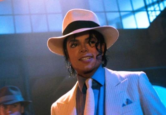 Admirador compra sombrero de Michael Jackson, el Rey del Pop