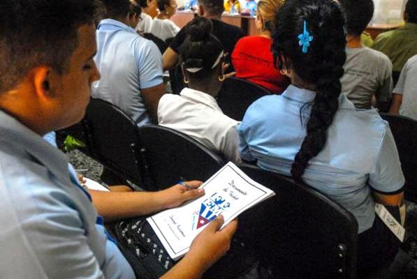 Estudiantes cubanos ante el reto de obrar revolucionariamente