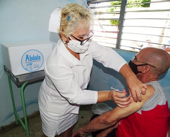 Avanza vacunación con Abdala en Camagüey a una semana del inicio