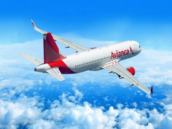Bloqueo estadounidense obliga a suspender único vuelo directo El Salvador-Cuba