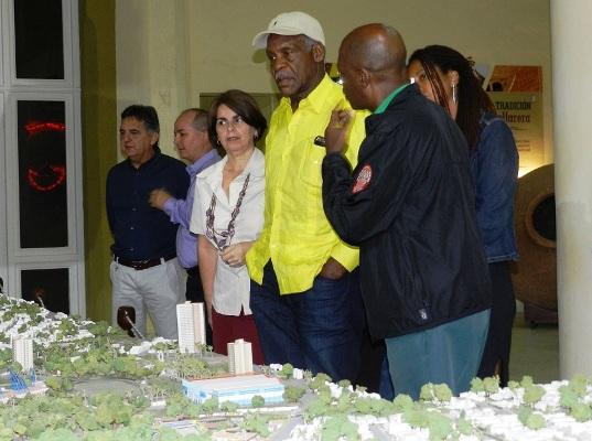 Danny Glover visite la ville de Camagüey (+ Photos)