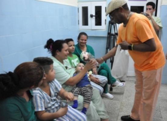 El Caballero del Son comparte en Camagüey con niños hospitalizados