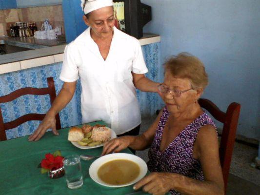 Priorizan en Camagüey atención al adulto mayor