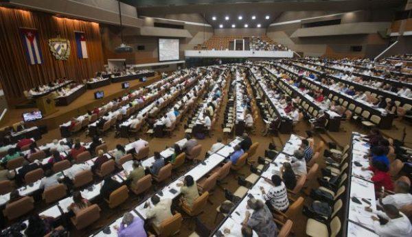 Aprueban parlamentarios cubanos actualización de Lineamientos hasta el 2021