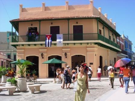 Prioriza Grupo Cubanacán superación profesional de sus colectivos
