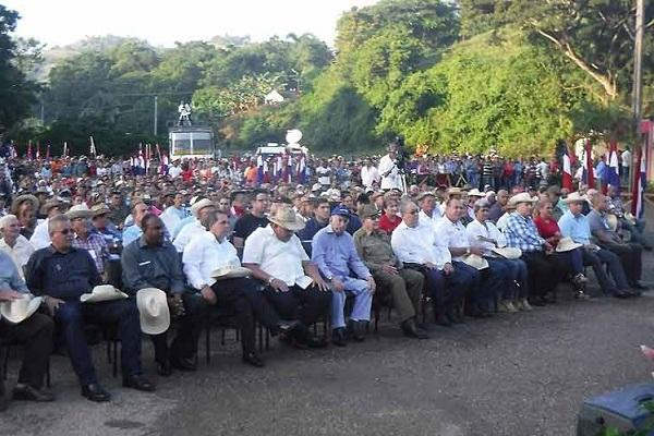 Presidió Raúl acto conmemorativo por 60 años del Congreso Campesino en Armas (+ Fotos)