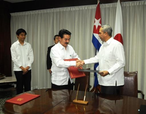 Recibe Cuba donativo de Japón para asistir a los servicios comunales