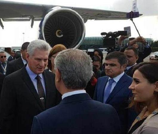 Llega a Bakú el Presidente cubano para asistir a Cumbre del MNOAL