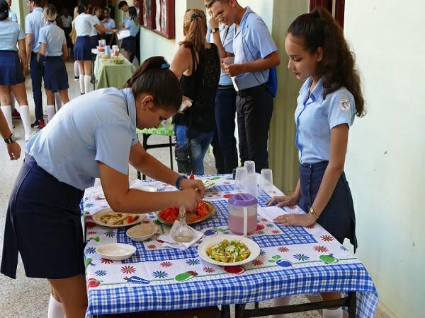 Promueven estudiantes camagüeyanos correctos hábitos nutritivos en el Día Mundial de la Alimentación (+ Fotos)