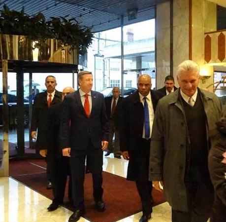 Díaz-Canel llega a Londres en tránsito hacia Cuba