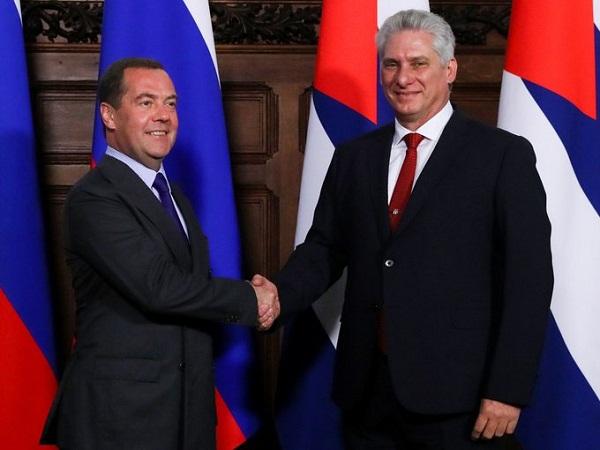 Intercambió Presidente de Cuba con primer ministro ruso Dmitri Medvedev
