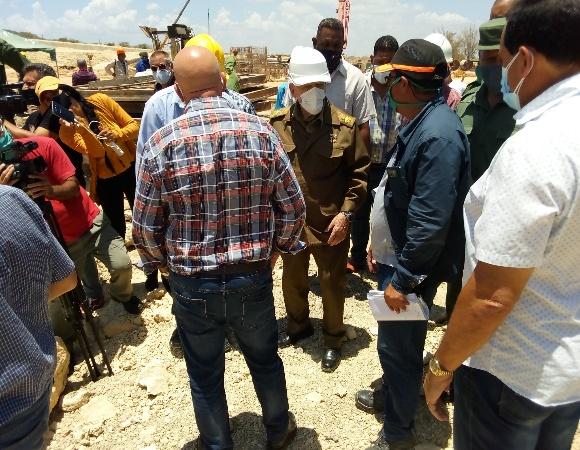 Ramiro Valdés checks economic programs in Nuevitas