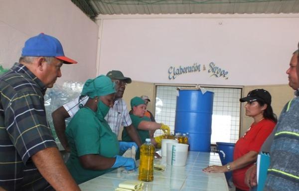 En la minindustria pocesadora de prouctos del agro en Sierra de Cubitas.