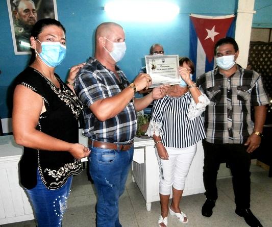 Otorgan distinción Por las Sendas de Agramonte a Farmacias y Ópticas en Camagüey