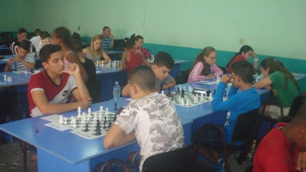 Camagüeyanos entre líderes de torneo ajedrecístico por aniversario de la ciudad
