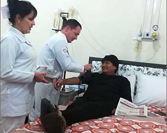 Extirpan con éxito pequeño tumor a Evo Morales
