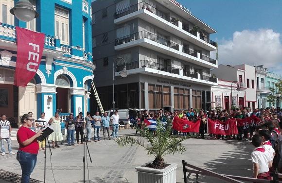 Jóvenes camagüeyanos honran a los mártires del 13 de marzo