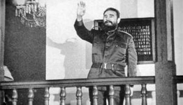 Presentan calendario sobre presencia de Fidel en Santiago de Cuba