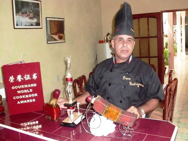 Chef camagüeyano ganador de dos premios mundiales de libros de cocina.