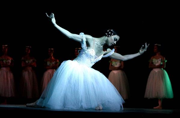 Cuba: bienvenida al curso escolar en Universidad de las Artes con Ballet Nacional