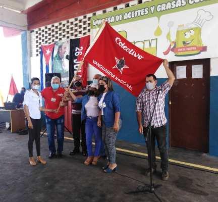 Empresa de Aceites y Grasas Comestibles de Camagüey recibe bandera de Vanguardia Nacional (+Post)