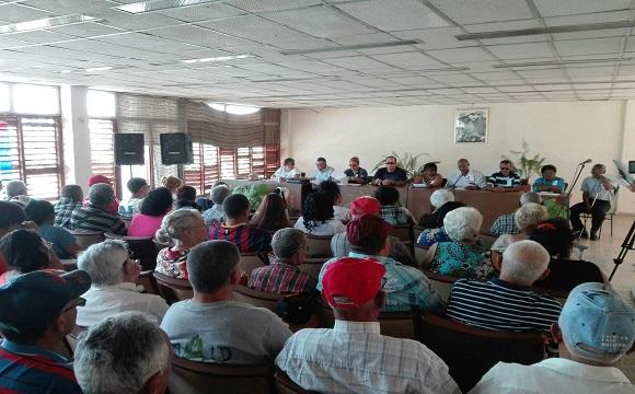 Contribuyen ciegos y débiles visuales camagüeyanos al desarrollo socioeconómico de Cuba