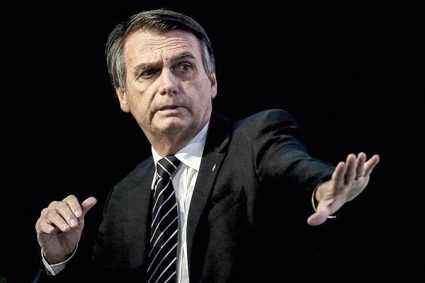 Popularidad de Bolsonaro sigue cuesta abajo