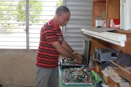 Fidel examinó cada detalle de la instalación, rememora Leonel Vals.