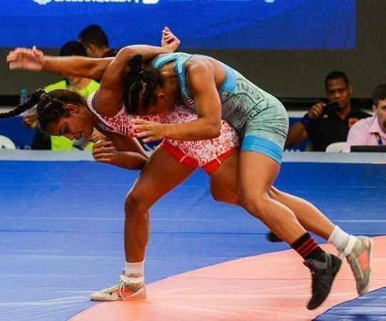 Cubanas logran tres medallas en Campeonato Senior de Lucha en Argentina