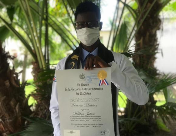Estudiar medicina en Cuba, un orgullo para Comlan y Habibou (+ Foto)