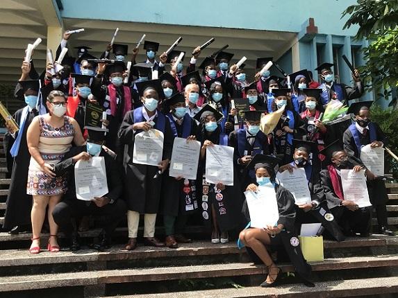 Gradúa Universidad de Camagüey a 34 estudiantes de Angola y Haití (+ Fotos y Post)