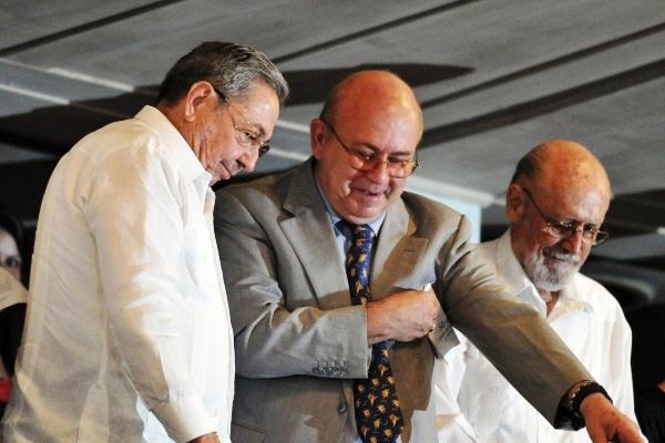 Raúl Castro envía felicitación a escritores y artistas de Cuba