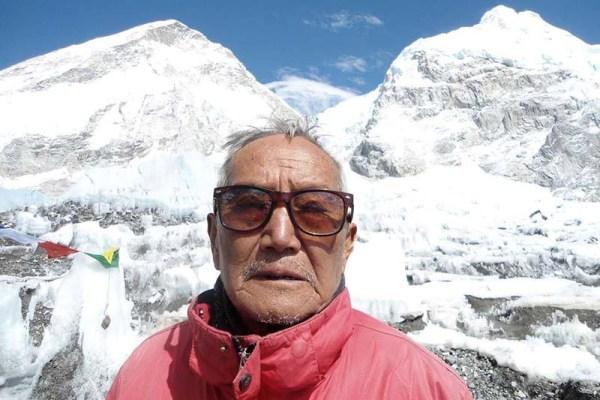 Nepalés de 86 años de edad quiere escalar el Everest