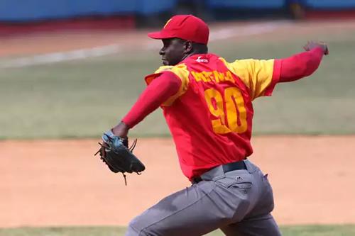 Celebra Noervys Entenza su triunfo número cien en campañas beisboleras cubanas
