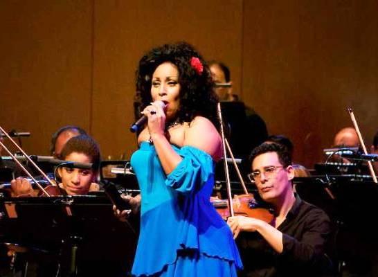 Cantante cubana Osdalgia en concierto junto a la Sinfónica Nacional
