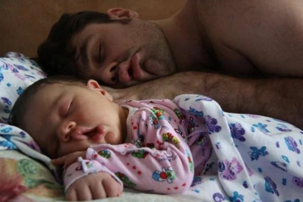 ¿Cómo influyen los genes paternos en la herencia genética de un bébe?