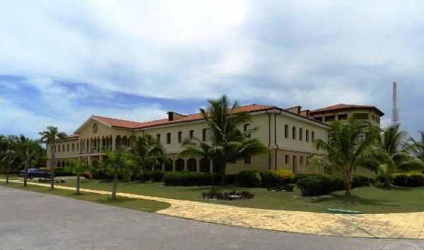 Antiguo Mediclub, en la playa Santa Lucía, costa norte de Camagüey.