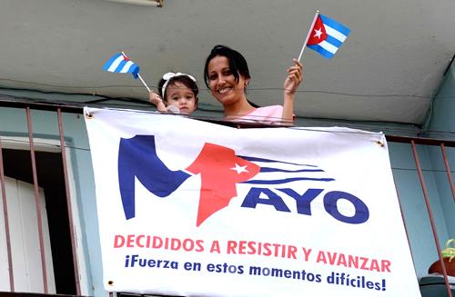 Bandera en mano y plaza en casa: Unidos hacemos Cuba (+ Posts y Fotos)