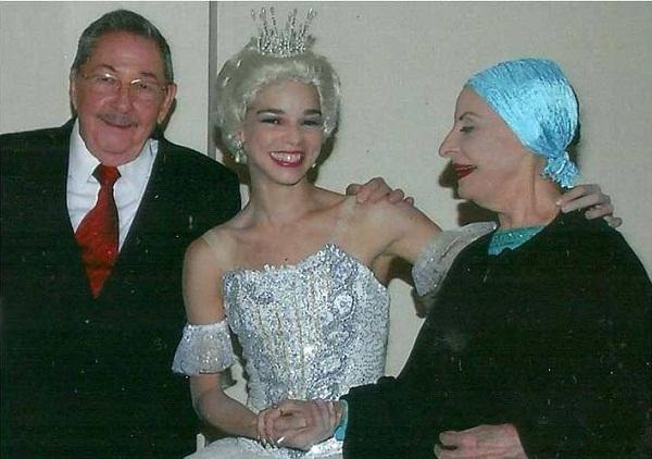 Felicita Raúl a Viengsay Valdés por nombramiento como directora del Ballet de Cuba