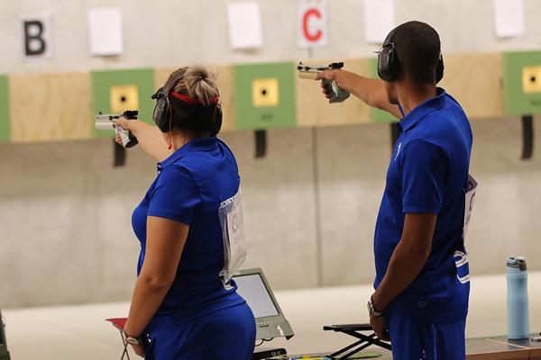 Laina y Grau en lugar 14 de pistola aire mixta