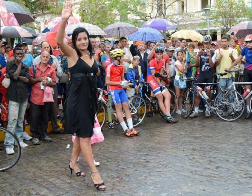 Villa Clara aplaude a ciclista cubana Yohanka González en su retiro