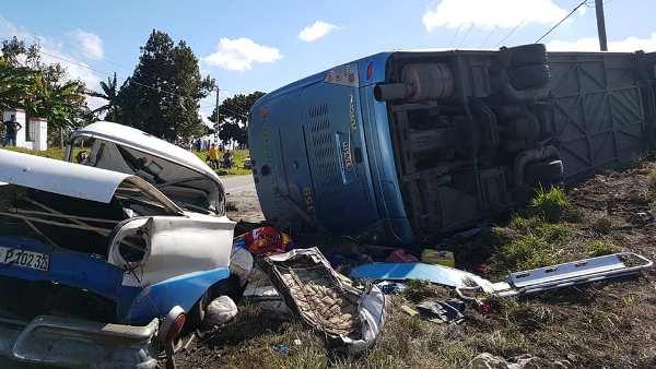 Accidente masivo en Camagüey con saldo preliminar de cuatro fallecidos (+Fotos y Audio)